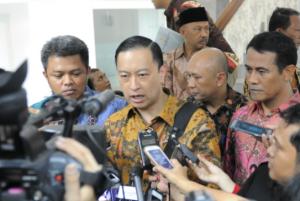 Mendag Thomas Lembong didampingi Mentan Amran Sulaiman dan Ketua KPPU Syarkawi Rauf memberikan penjelasan soal kebijakan impor sapi, di kantor Presiden, Jakarta, Rabu (19/8)