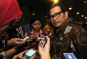 Seskab Pramono Anung menjawab wartawan di DPR, Senin (24/8)