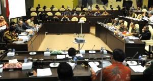 Suasana RDP Komisi II DPR dengan Sekretaris Negara dan Sekretaris Kabinet, di DPR RI, Jakarta, Senin (24/8)