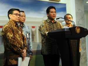 Ketua Umum APINDO Haryadi Sukamdani menyampaikan keterangan pers seusai diterima Presiden Jokowi, di Istana Merdeka, Jakarta, Selasa (29/9)