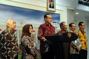 Kepala BKKBN Dr Surya Chandra Surapaty memberikan keterangan pers seusai diterima Presiden Jokowi, di kantor Kepresidenan, Jakarta, Selasa (29/9)