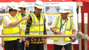 Presiden Jokowi meresmikan beroperasinya Antareja, mesin bor jalur MRT bawah tanah, di Senayan, Jakarta, Senin (21/9) pagi