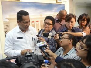 Kepala BNN Komjen (Pol) Budi Waseso menjawab wartawan, di kantor Kepresidenan, Jakarta, Senin (21/9) sore