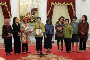 Ketua Pansel KPK Destry Damayanti didampingi anggota Pansel menjawab wartawan, di Istana Merdeka, Jakarta, Selasa (1/9)