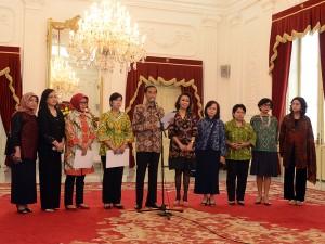Presiden Jokowi didampingi anggota Pansel mengumumkan 8 nama yang lolos seleksi Capim KPK, di Istana Merdeka, Jakarta, Selasa (1/9)