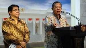 Menko Perekonomian Darmin Nasution bersama Kepala BKPM Franky Sibarani