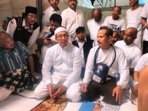 Menag Lukman Hakim Saifuddin menemui jemaah haji Indonesia, di Mina, Arab Saudi, Jumat (25/9) malam