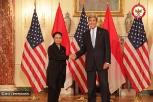 Menlu RI Retno L.P. Marsudi bertemu dengan Menlu AS John Kerry, di Washington D.C., AS, Senin (21/9), membahas rencana kunjungan Presiden Jokowi ke negara tersebut.