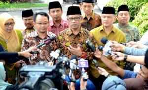 Ketua Umum PP Muhammadiyah Dr. Haedar Nashir didampingi pengurus lainnya menyampaikan keterangan pers, di Istana Merdeka, Jakarta, Selasa (22/9)