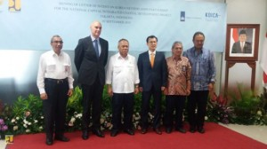 Menteri PUPR Basuki Hadimuljono berfoto bersama pimpinan delegasi Belanda dan Korsel, di Kementerian PUPR, Jakarta, Kamis (3/9)