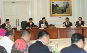 Presiden Jokowi didampingi Wapres Jusuf Kalla memimpin Sidang Kabinet Paripurna, di kantor Kepresidenan, Jakarta, Rabu (2/9)