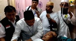 Menteri Agama Lukman Hakin Saifuddin menjenguk jemaah yang luka-luka akibat musibah jatuhnya crane, di RS An Nur, Jeddah, Sabtu (12/9)