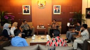 Seskab Pramono Anung berdialog dengan Tim Redaksi Tempo, di ruang kerjanya, Selasa (1/9)