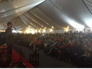 Presiden Jokowi bertemu dengan ribuan warga RI di AS, di Wisma Tilden, KBRI Washington, Minggu (25/10) sore