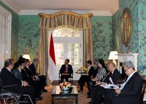 Presiden Jokowi didampingi sejumlah menteri menerima kunjungan pimpinan General Electric, di Blair Hous, Washington DC, AS, Senin (26/10) siang