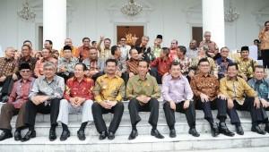 Presiden Jokowi dan Wapres Jusuf Kalla bersama Gubernur se Indonesia dalam rapat kerja di Istana Bogor, Jabar, beberapa waktu lalu