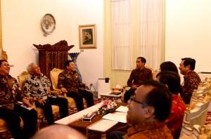 Presiden Jokowi didampingi sejumlah menteri Kabinet Kerja menggelar Rapat Konsultasi dengan Pimpinan DPR-RI, di Istana Merdeka, Jakarta, Selasa (13/10) sore