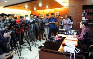 Seskab Pramono Anung menerima wartawan di ruang kerjanya, Gedung III, Kemensetneg, Jakarta, Rabu (28/10) siang