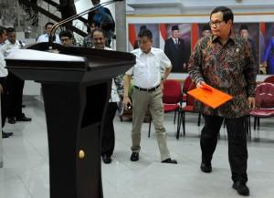 Seskab Pramono Anung saat akan menyampaikan pengumuman Keputusan Presiden tentang Hari Santri Nasional, di kantor Presiden, Jakarta, Kamis (15/10)