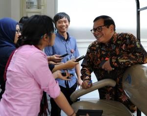 Seskab Pramono Anung menjawab wartawan, di kantor Kepresidenan, Jakarta, Kamis (1/10)
