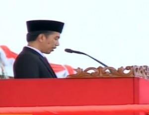 Presiden Jokowi memberikan arahan pada HUTke-70 TNI, di Dermaga Indah Kiat, Cilegon, Banteng, Senin (5/10)