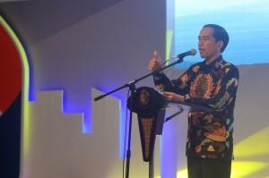 Presiden Jokowi memberikan sambutan dalam CEO Forum Kompas, di JCC Jakarta, Kamis (26/11)