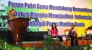 Seskab Pramono Anung menjadi pembicara pada 'Seminar Sehari Sekolah Staf dan Pimpinan Pertama Polri Angkatan 54 Tahun 2015', di Gedung Mina Bahari III, Kamis (26/11) (Foto: Humas/Agung)