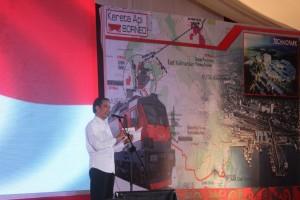 Presiden Jokowi memberikan sambutan pada peresmian sejumlah proyek strategis Kaltim, di Kab. Penajam Paser Utara, Kamis (19/11)