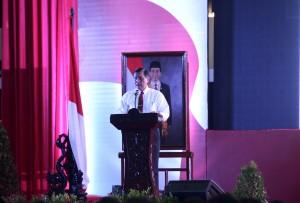 Menko Polhukam Luhut B. Pandjaitan saat memberikan pembekalan pada Rakorda Pilkada Serentak, di Ecopark, Ancol, Jakarta, Kamis (12/11)