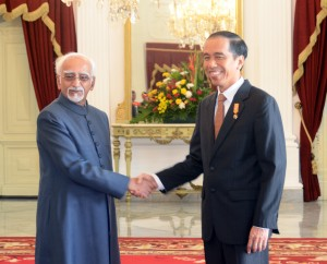 Presiden Jokowi menerima kunjungan Wapres India Hamid Ansari, di Istana Merdeka, Jakarta, Senin (2/11) siang.