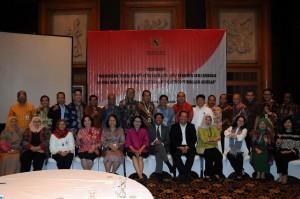 Para Staf Ahli peserta workshop Perumusan Rekomendasi Kebijakan berfoto bersama, di Hotel Aryaduta, Jakarta, Selasa (17/11).