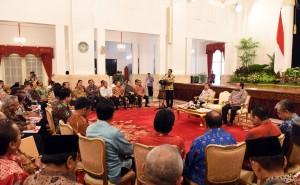 Presiden Jokowi memberikan arahan pada acara penyerahan DIPA 2016, di Istana Negara, Jakarta, Senin (14/12)