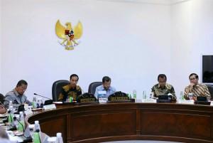 Presiden Jokowi Memimpin Rapat Terbatas Membahas tentang Blok Masela di Kantor Presiden (29/12)