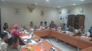 Kepala Biro Perencanaan dan Keuangan Setkab, Islahuddin, Memimpin Rapat Evaluasi Agenda Aksi Pencegahan dan Pemberantasan Korupsi di ruang Rapat Biro Umum (28/12)