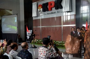President Jokowi inaugurating the new Corruption Eradication Commission (KPK) Building in Jalan Kuningan Persada, Kav. 4, Jakarta (29/12)