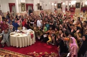 Presiden Jokowi berfoto bersama para Kompasianival, di Istana Negara, Jakarta, Sabtu (12/12) siang