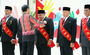 Photo caption: President Jokowi bestowed Satya Lencana honorary medal for Social Services to the blood donors, at the Presidential Palace Bogor, on Friday (17/12) morning