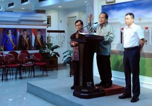 Menko Maritim Rizal Ramli didampingi Seskab Pramono Anung dan Menhub Ignasius Jonan memberi keterangan pers, di kantor Presiden, Jakarta, Selasa (22/12)