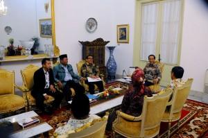 Presiden Jokowi menerima Lajnah Tanfidziyah SI yang dipimpin Ketuanya Hamdan Zoelva, di Istana Merdeka, Jakarta, Selasa (22/12)