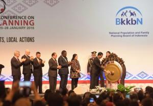 Presiden Jokowi membuka Konferensi Internasional Keluarga Berencana (25/1) di BNDCC, Bali.