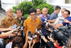 Kepala BATAN menjawab pertanyaan wartawan usai bertemu Presiden di kantor Presiden, Jakarta (12/1) (Foto:Humas/Jay)
