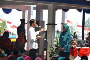 Presiden Jokowi pada acara Pencanangan Kampung KB di Tempat Pelelangan Ikan Desa Mertasinga, Kecamatan Gunungjati, Kabupaten Cirebon, Jawa Barat, Kamis (14/1) siang (Foto:Humas/Rahmat)