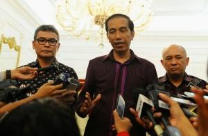 Presiden Jokowi saat mengumumkan penunjukan Johan Budi sebagai Jubir Presiden di Istana Negara, Jakarta (12/1) (Foto:Humas/RAH)