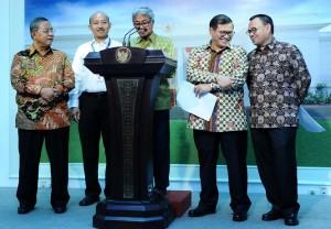 Dirut Pertamina menyampaikan keterangan pers usai Rapat Terbatas di Kantor Presiden, Jakarta (4/1)