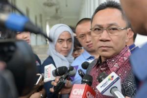 Ketua MPR menjawab pertanyaan wartawan saat di Istana Negara, Jakarta Selasa siang (19/1) (Foto:Humas/Jay)