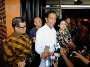 Presiden Jokowi didampingi menteri terkait memberikan keterangan kepada wartawan seusai peninjauan Bandara Kertajati, Jawa Barat (Foto: Humas/Rahmat)