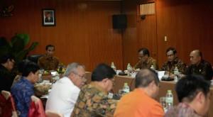 Presiden Jokowi memimpin rapat terbatas di Magelang, Jawa Tengah (29/1). (Foto:Humas/Agung)
