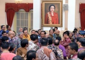 Presiden Jokowi saat bertemu dengan para pelaku industri jasa keuangan, di Istana Negara, Jakarta, Jumat (15/1) pagi. (Foto:Humas/Jay)