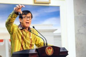 Menkumham menyampaikan keterangan pers usai rapat terbatas di Kantor Presiden, Jakarta (21/1). (Foto:Humas/Rahmat)