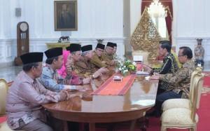 Presiden Jokowi didampingi Mensesneg bertemu Pengurus MUI di Istana Merdeka, Jakarta (5/1)